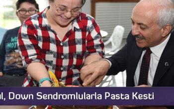 Başkan Gül, Down Sendromlularla Pasta Kesti